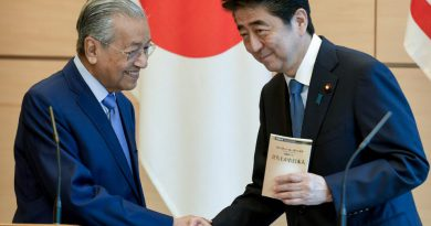Mahathir leans to Japan and away from China