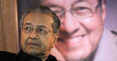 Malaysia sells jumbo yen bond in Mahathir debut after vote
