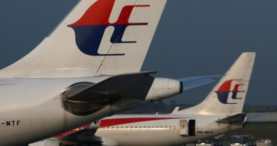 Shut down or sell off Malaysia Airlines, aviation analysts say