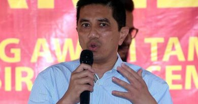 Azmin: Govt adopts open, transparent approach to protect Tabung Haji depositors Read more at https://www.thestar.com.my/news/nation/2019/04/09/azmin-govt-adopts-open-and-transparent-approach-in